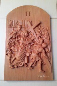 Segunda estación del viacrucis tallada en madera de haya